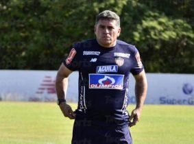 Planear el equipo: la difícil decisión de Luis Fernando Suárez