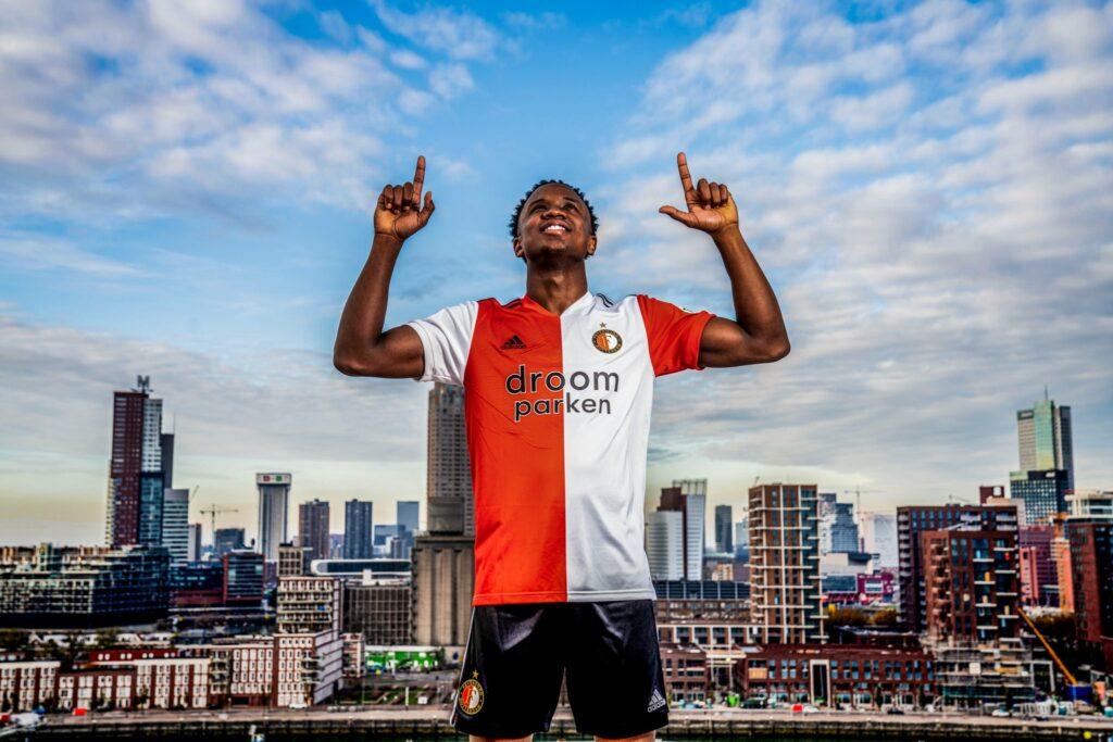 Luis Sinisterra renovó contrato hasta el 2023 con Feyenoord de Holanda