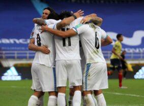 Uruguay goleó 3-0 a Colombia y por primera vez ganó en Barranquilla